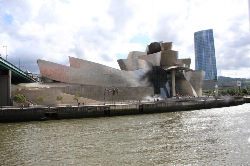 edificios_raros_Museo Gughenheim de Bilbao.jpg