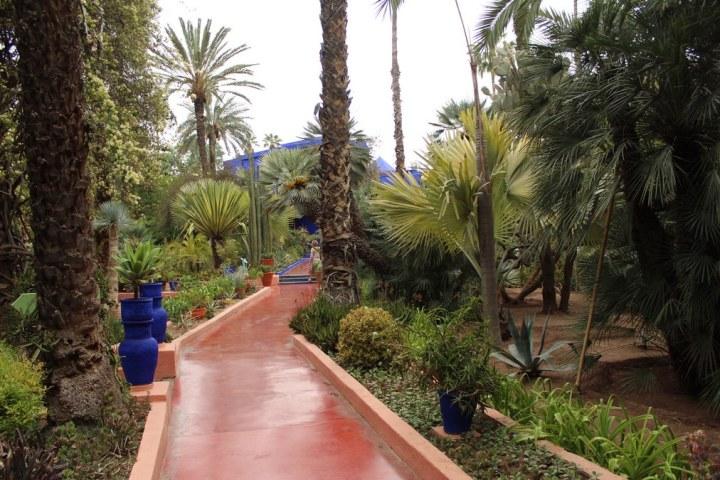 Jardines Majorelle con macetas de color azul Majorelle